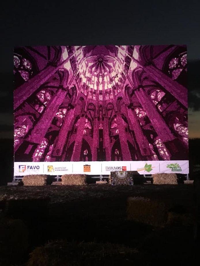 Buurtschap Klein-Zundert levert een fraaie bijdrage aan het Franse festival Beauvais fête le dahlia.