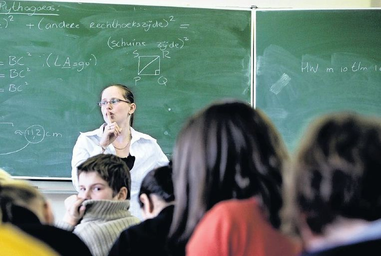 Docenten houden zich liever bezig met het uitleggen van de stelling van Pythagoras dan de problemen van leerlingen, stelt Willem de Jong. De klas op de foto komt niet voor in het stuk. Beeld HH
