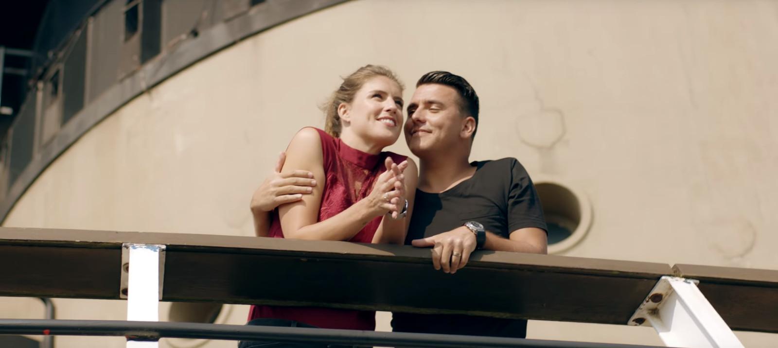 Jan Smit flirt met Marieke Elsinga in nieuwe clip | Foto ...