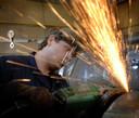 Een metaalwerker in actie