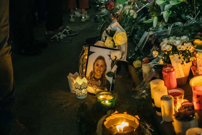 Een stille wake voor Julie Van Espen bracht afgelopen woensdagavond meer dan duizend mensen samen.