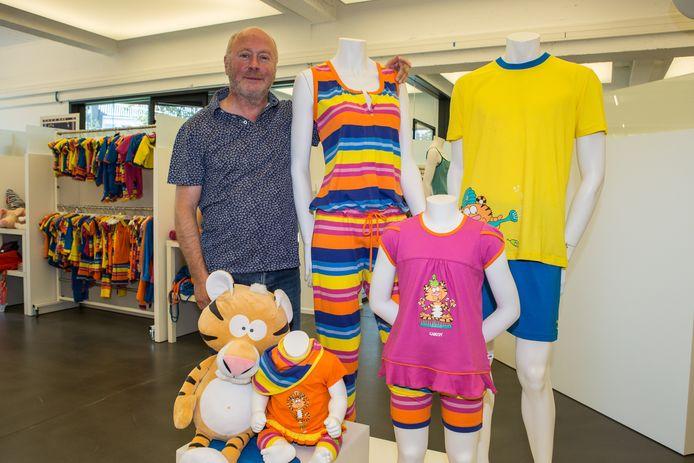 Michel Van de Velde bij zijn succesnummer: kleurrijke pyjama's met de bekende diertjes.