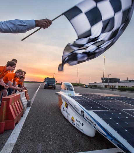 Solarauto legt 882 kilometer af, met dank aan uitbundige zon
