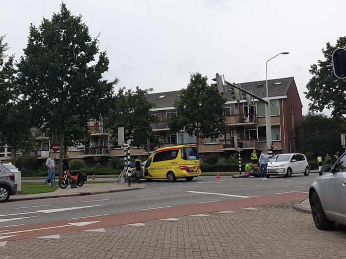 Een vrouw raakte gewond bij de botsing.