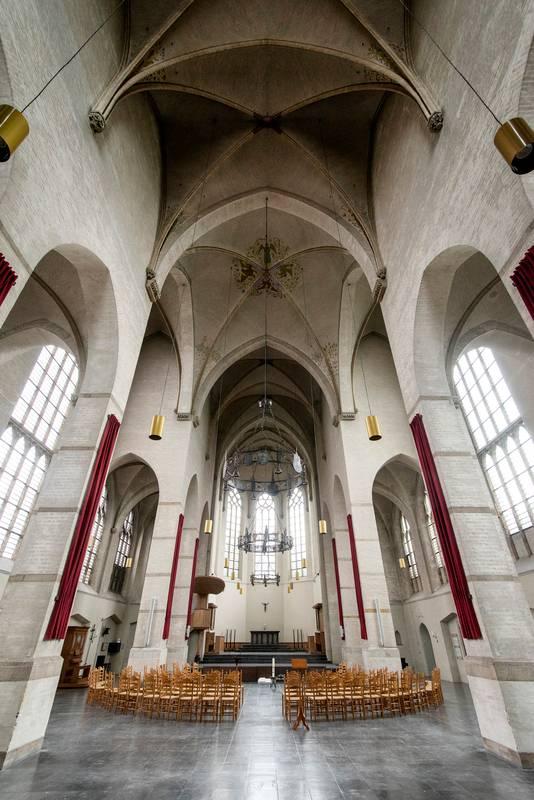 De 14-tiende eeuwse Walburgiskerk krijgt een nieuwe bestemming. In de kerk komen onder andere appartementen. Gerard Burgers
