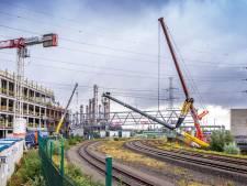 Sterk staaltje precisiewerk: DP World plaatst  dubbeldeksbrug voor voetgangers tussen nieuw hoofdgebouw en parking op Antwerp Gateway