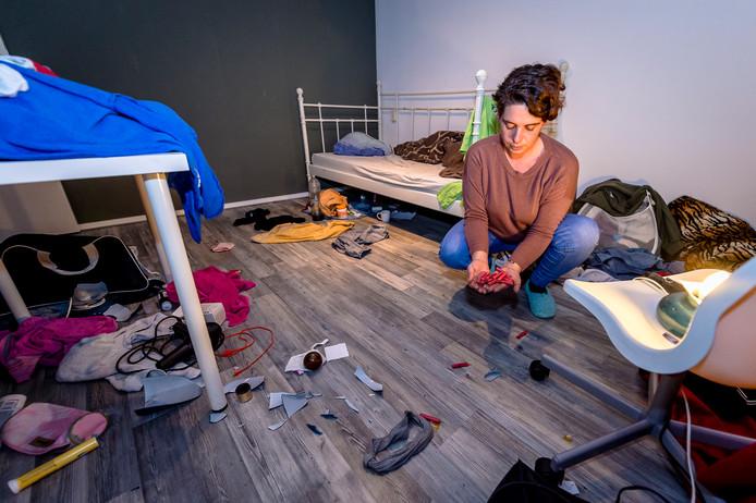 Eerst werd Samantha's huis door ongenode gasten geruïneerd. Ze stalen haar laptop die in handen blijkt te zijn gevallen van criminelen.