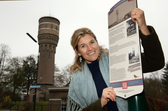 Doorn Christine van Exel bij watertorenFoto William Hoogteyling