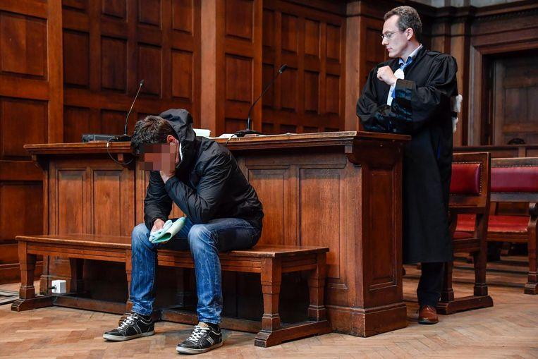 Beklaagde Gunther V.N. en zijn advocaat Michaël Bracke in de rechtbank van Dendermonde.