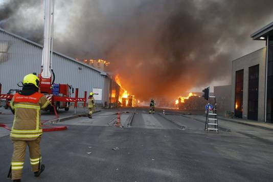 Brand bij papierverwerker aan de Veerplaat in Dordrecht.