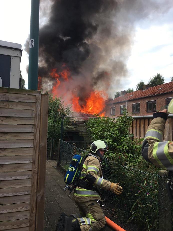 Er kwam veel rook vrij bij de brand.