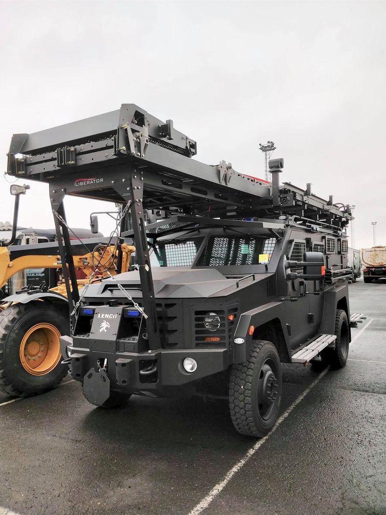Eén van de twee wagens is uitgerust met een ladderconstructie.