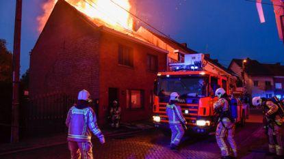 Zware brand vernielt volledige woning in Grembergen, gezin kan tijdig ontkomen
