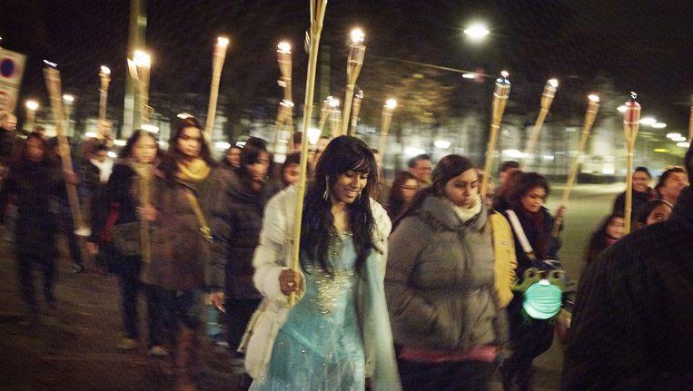 In 2012 werd het hindoestaanse lichtjesfeest voor het eerst groots gevierd in de binnenstad van Den Haag. Beeld Martijn Beekman / de Volkskrant