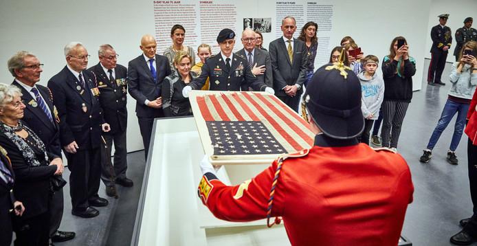 In februari dit jaar werd met veel ceremonieel de Amerikaanse vlag die tijdens D-Day op een oorlogsvoertuig wapperde binnengehaald in de Kunsthal.