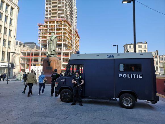 De politie was de hele dag in verhoogde staat van paraatheid door de dreiging.