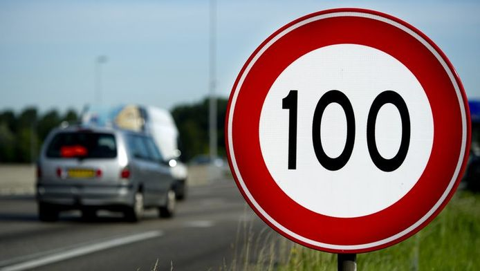 Verra-t-on bientôt ce panneau le long des autoroutes belges?