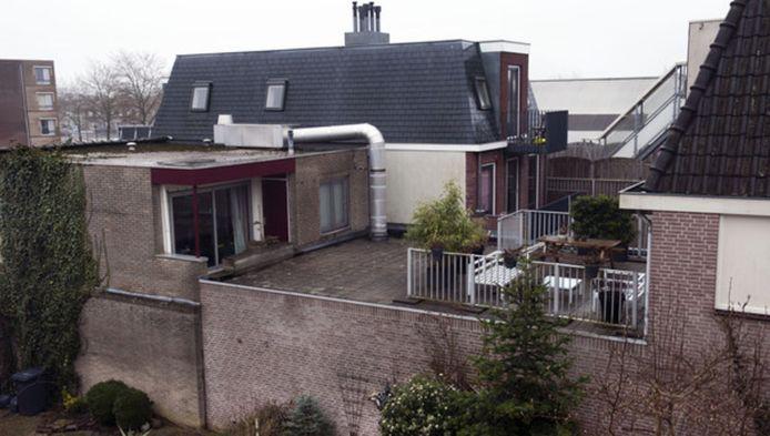 De woning van VVD'ster Kathalijne de Kruif in Maarssen (midden op de achtergrond). De politica zit voorlopig vast op verdenking van betrokkenheid bij hennepteelt, witwaspraktijken en lekken van vertrouwelijke informatie.