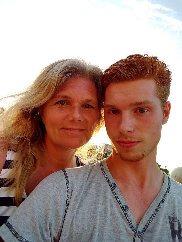De laatste foto van moeder Janneke van Noorloos en haar zoon Leon, tijdens een vakantie in Spanje, juli vorig jaar.