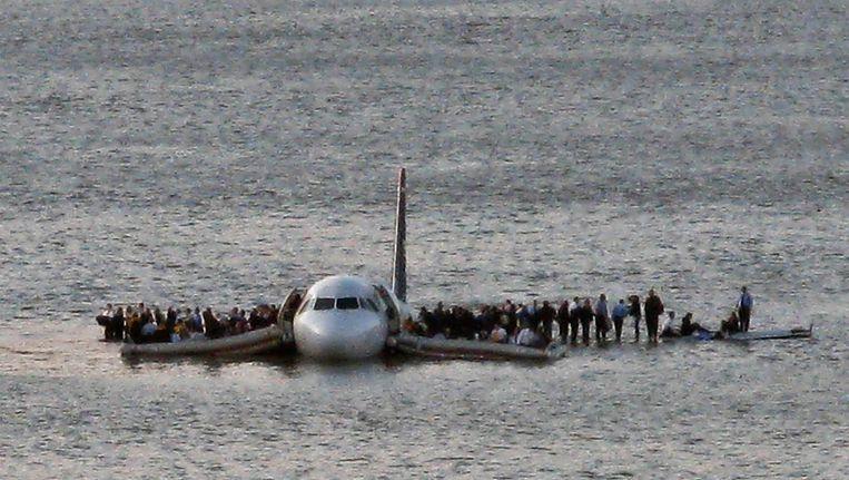 Satellietexperten uit Maleisië vergelijken vlucht MH370 met het toestel van US Airways dat nog een tijdje bleef drijven op de Hudson rivier in New York begin 2009.