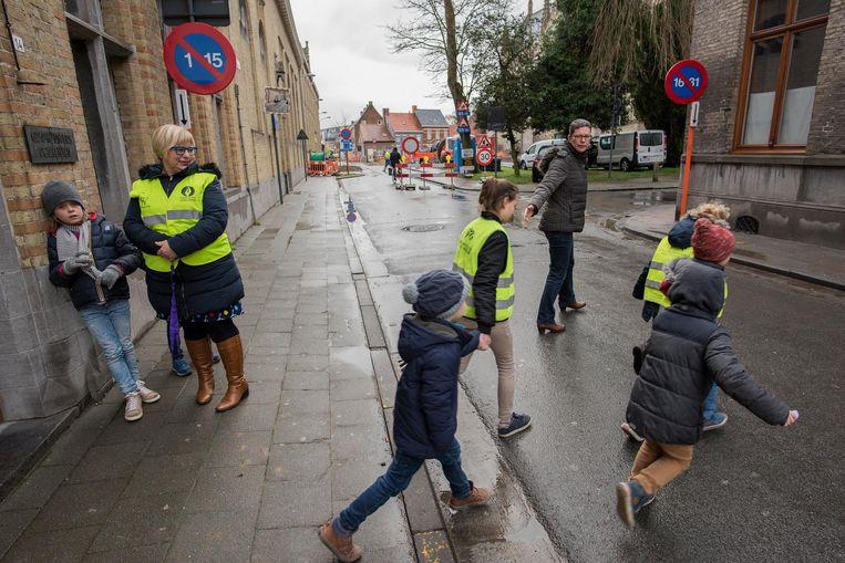 Leerlingen verlaten de school via een andere poort.