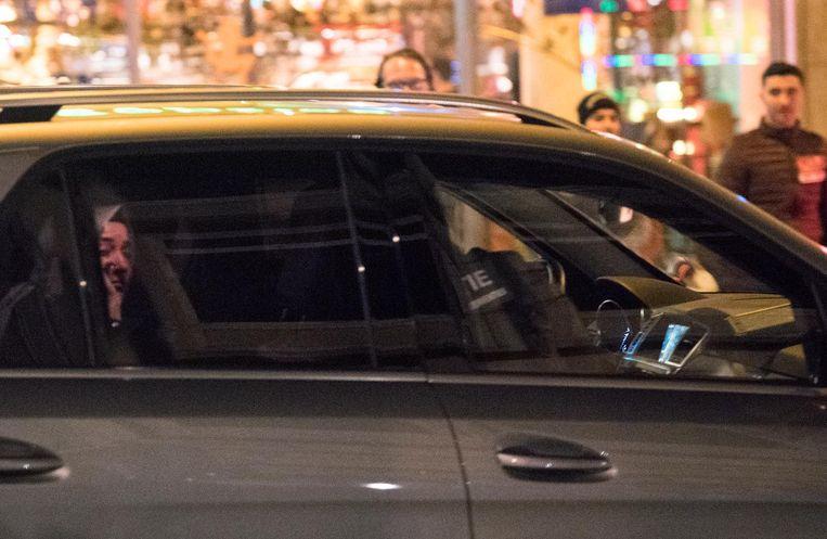 De Turkse minister verlaat Rotterdam in een politieauto. Beeld anp