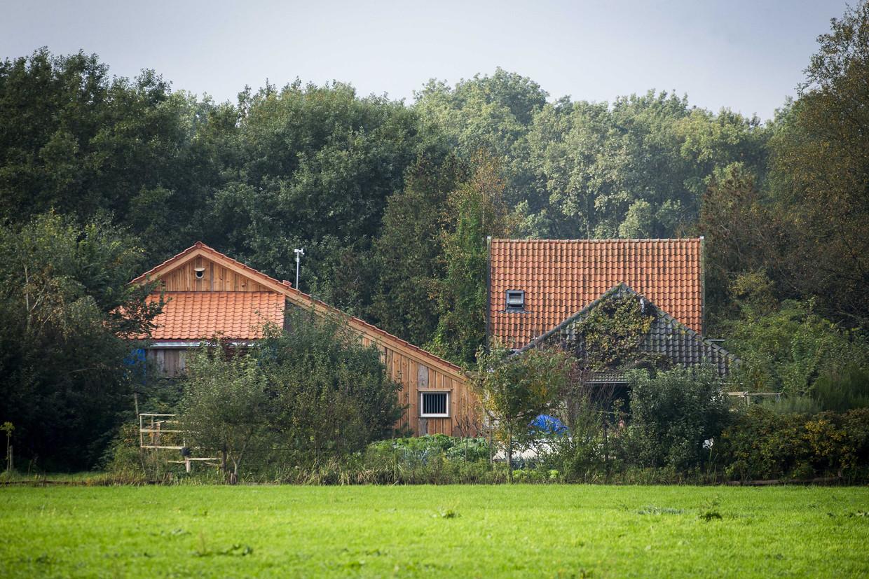 De boerderij in Ruinerwold waar het geïsoleerde gezin woonde.