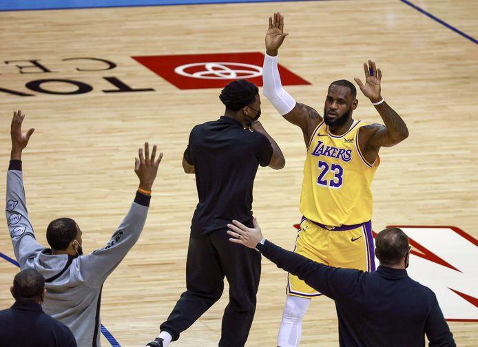 LeBron James a à nouveau ébloui les parquets de NBA la nuit dernière.