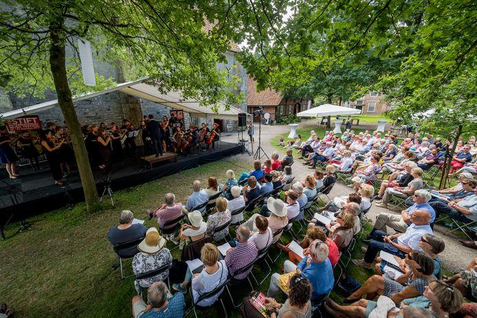 Beeld van het afsluitende openluchtconcert van het Stift Festival van drie jaar geleden.