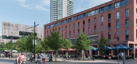 Tegels bij Catharinaplein in binnenstad Eindhoven liggen los