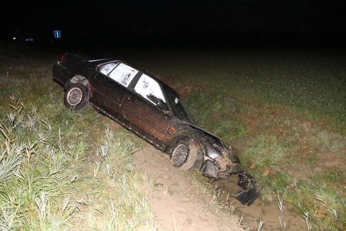 Op 27 oktober belandde deze auto in de sloot op de A58 bij Heinkenszand