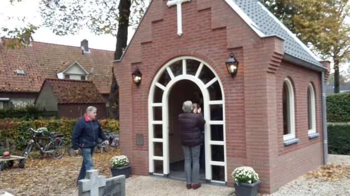 Het nieuwe bidhuisje. Foto's DG