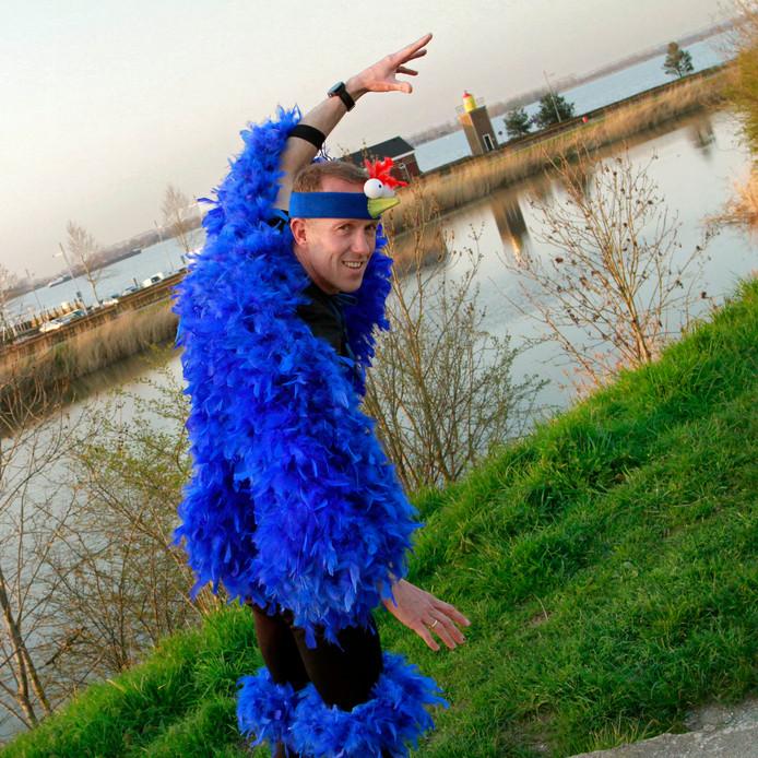 Boudewijn Baan gaat Marathon Rotterdam lopen in vogelpak , dit allemaal ter promotie van het RopaRun team uit Willemstad.