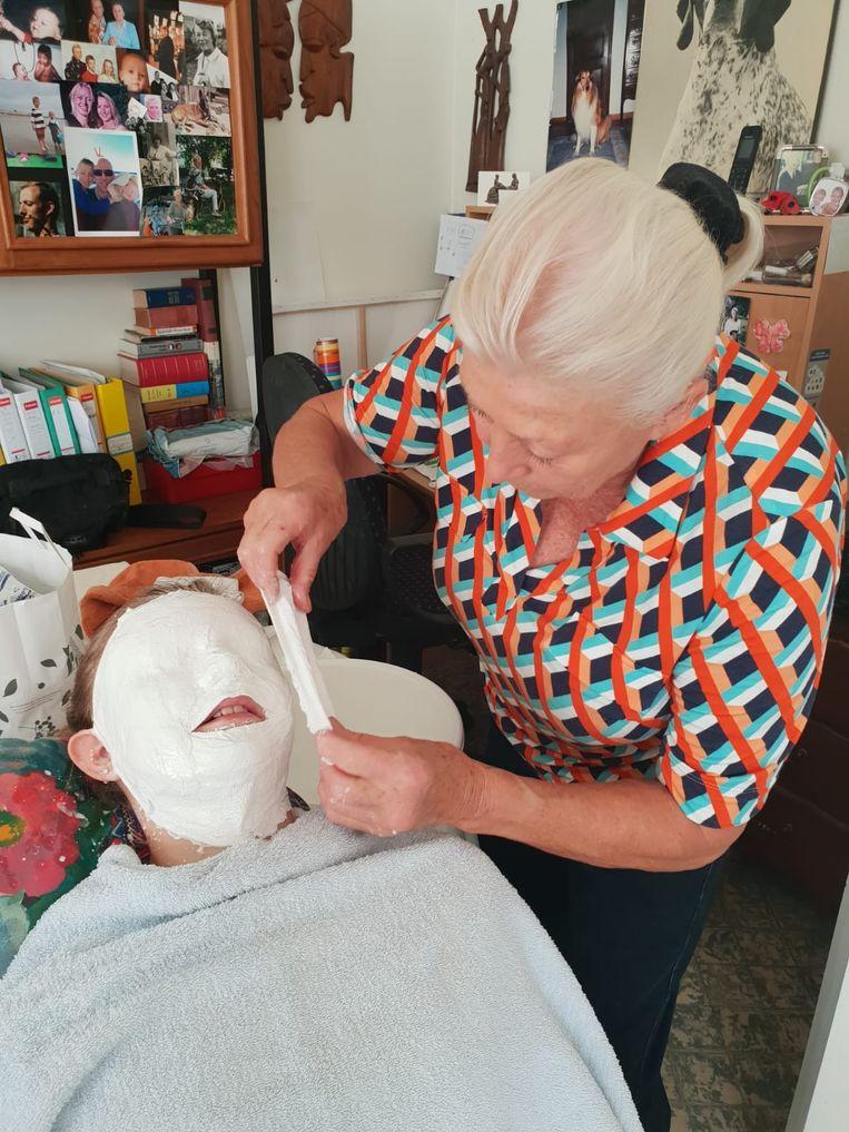Zus Mila liet een afdruk maken van haar gezicht.