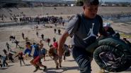 """Migranten die Amerikaanse grenspost bestormden """"moeten onmiddellijk Mexico verlaten"""""""