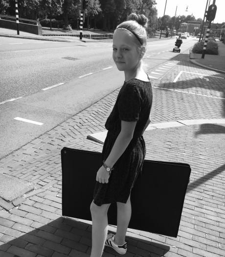 Anna Bosker (11) eerste junior stadskunstenaar in Helmond