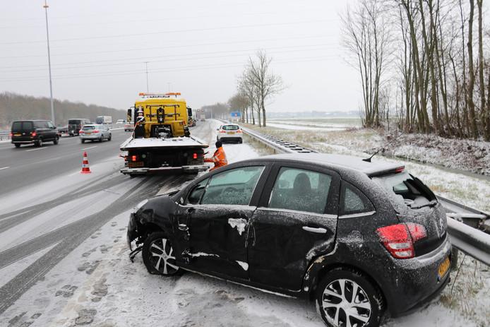 De auto botste met een vrachtwagen.