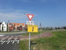 Tijdelijk verkeersbord moet verdwaalde bezoekers Dolfinarium weghouden uit woonwijk in Harderwijk