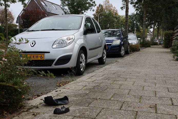 Van verschillende auto's werden spiegels vernield.
