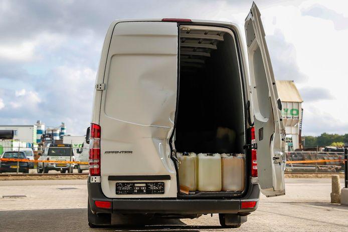 Bus met drugsafval gevonden in Oosterhout, vorige week gevonden.