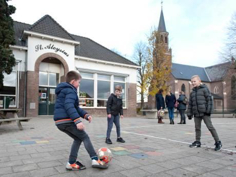 Sluiting basisschool is mokerslag voor Boskamp, emotionele ouders eisen extra onderzoek