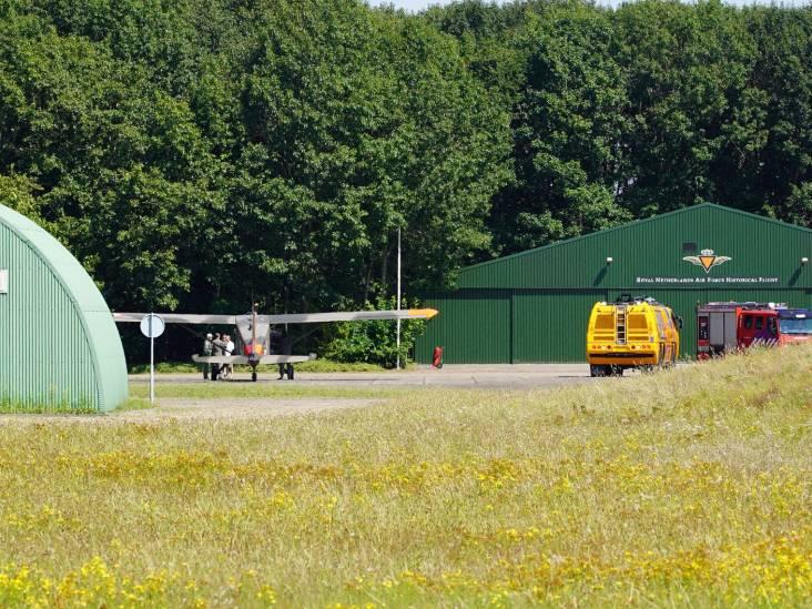 Historisch vliegtuigje maakt voorzorgslanding op luchtmachtbasis Gilze Rijen