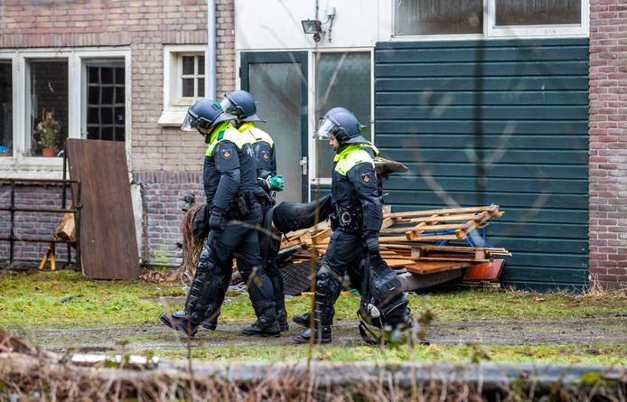 20190314 Zeist: Het kraakpand aan het Laantje zonder Eind wordt ontruimd. (Foto Jeroen Jumelet)