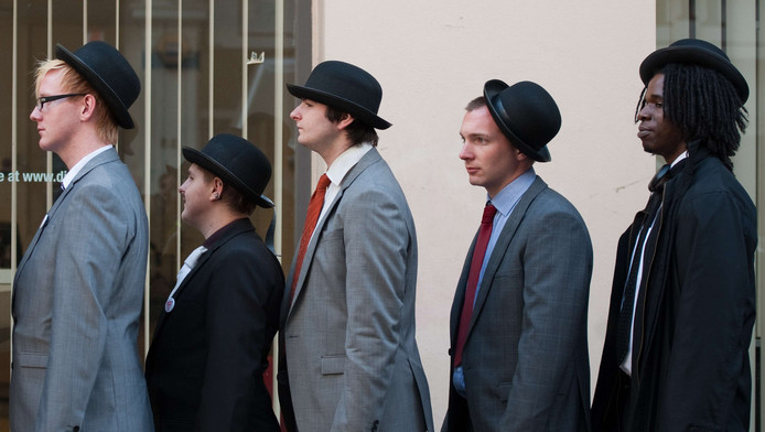 Performance théâtrale à Londres visant à sensibiliser l'opinion publique au problème du chômage des jeunes (octobre 2011)