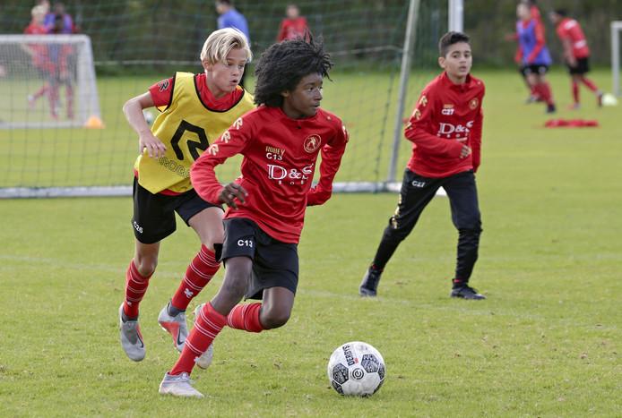 Sparta-jeugd op trainingscomplex Nieuw Terbregge.