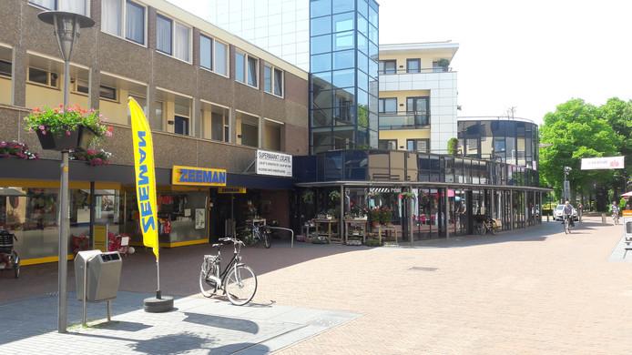 De Zeeman en de ingang van de voormalige Jan Linders aan de Touwslagersbaan in Wijchen.