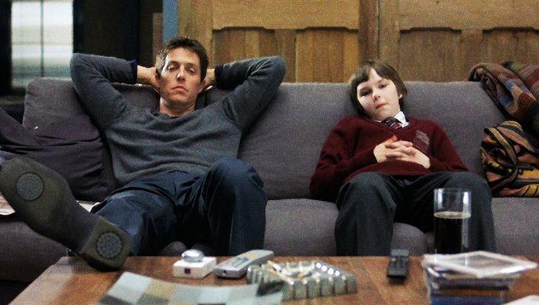 Hugh Grant en Nicholas Hoult in About a Boy Beeld null