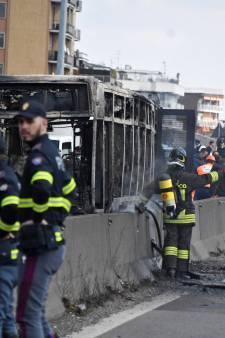 Mogelijke terrorist steekt schoolbus met 51 kinderen in brand in Italië