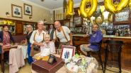 Zennestad is eeuwelinge rijker: Yvonne Brans blaast 100 kaarsjes uit in café Luminor