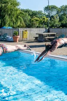 Een zomerse duik nemen? Naast corona maken blauwalg en gevaarlijke voorwerpen het je lastig